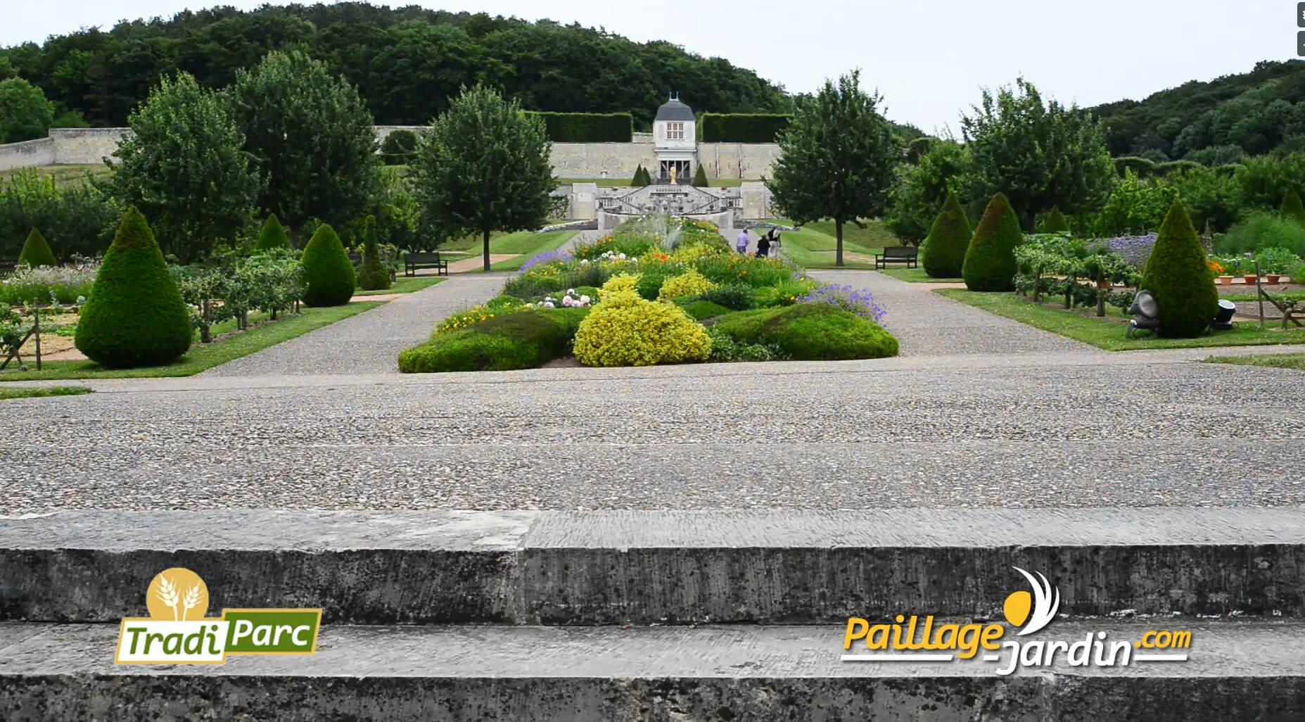Tradiparc - Découvrez les différents paillages offerts pour la beauté de vos jardins. Sur cette vidéo, le produit Tradiparc... Une vidéo réalisée avec l'intervention du client pour la sociétéPaillage-jardin.com